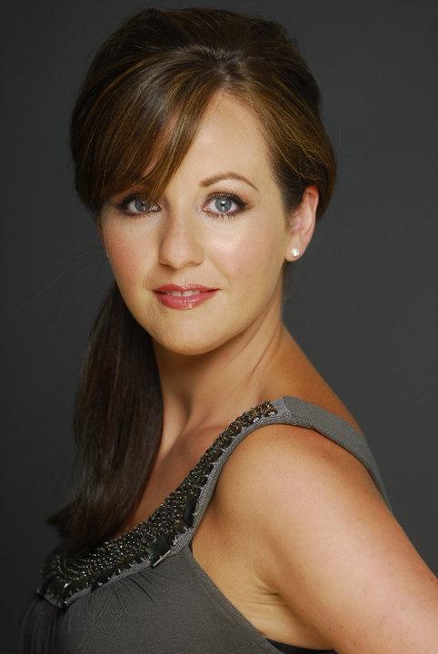 Lisa Kelly is stunning!