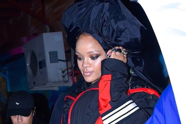 Rihanna Hits NYC Streets For Edgy 'Paper' Photo Shoot: Behind the Scenes Photos - PopCrush
