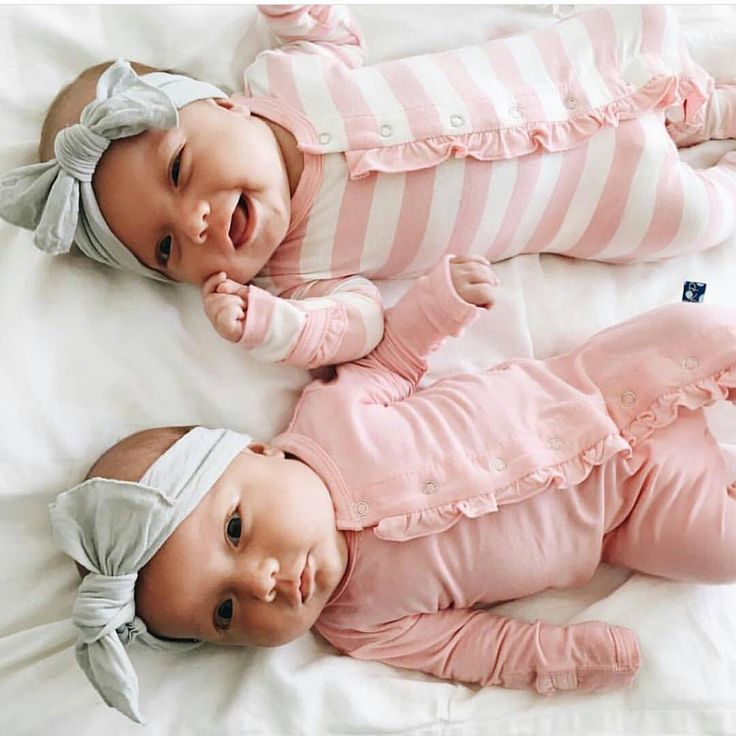 Awwww this pic makes me really want twins!!