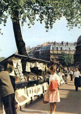 Les Bouquinistes à Paris le long de la Seine - 1960