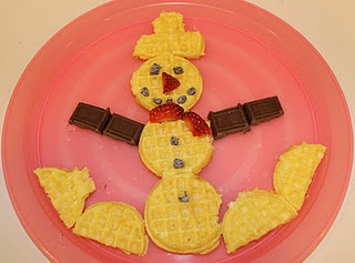 waffle snowman breakfast - yummy fun!Bottle Snowman, Minis Waffles, Snowman Crafts, Waffles Snowman, Winter Fun, Pancakes Waffles, Snowman Parties, Kids Snacks, Snowman Breakfast