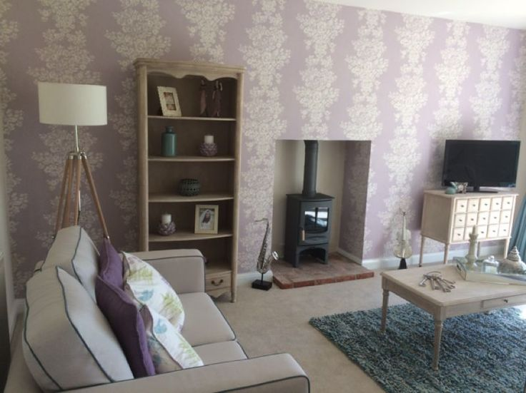 Nice Wallpaper Feature Wall In This Living Room/lounge, Great Choice Of  Decor. Part 90