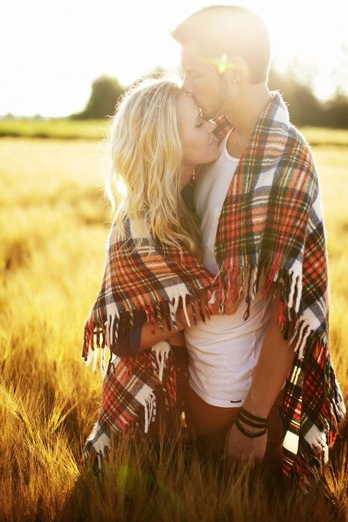 Fall engagement photo made so sweet with a cozy blanket :: engagement | couple | photography | outdoor event