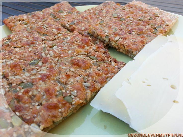 Deze zadencrackers zijn een heerlijke glutenvrije broodvervanger, die past bij Broodbuik en LCHF. Koolhydraatarm en boordevol gezonde vetten en eiwitten.