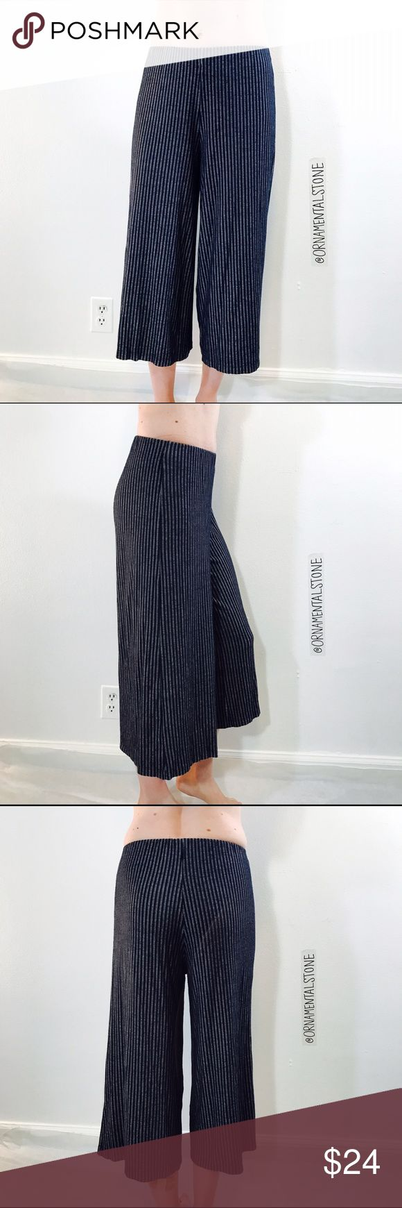 ZARA STRIPED KNIT GAUCHO PANTS GUC, minimal-moderate signs of wear. No tears or stains, light piling. Zara Pants