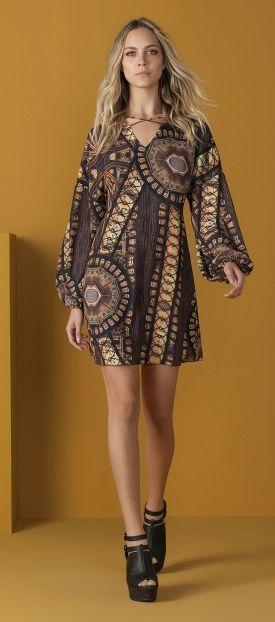 vestido com detalhe gola tiras estmapado etnico geometrico sandalia open boot tiras