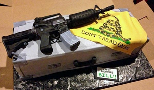 AR-15 cake - Happy Birthday fellow gun enthusiasts!                                                                                                                                                     Más