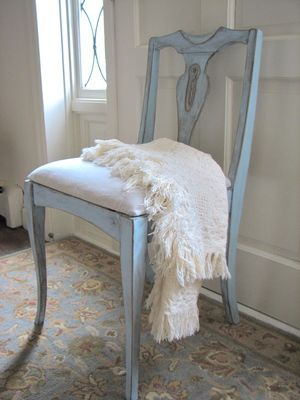Benjamin Moore Radiant Sky plus rub n buff: Distressed Chairs, Chairs Makeovers, Diy Furniture, Paintings Colors, Swedish Style, Blue Chairs, Old Chairs, Paintings Chairs, Chairs Redo