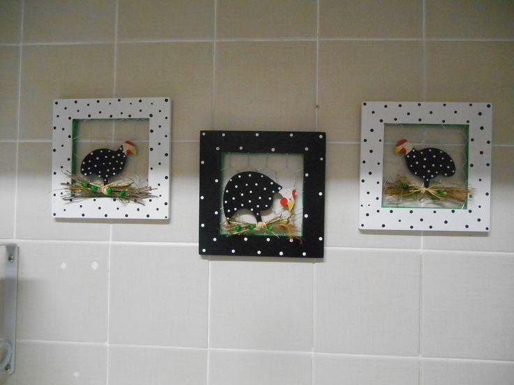 Peça em MDF com pintura a mão totalmente impermeabilizado, decorado com recorte em mdf e pintado a mão. <br> <br>OBS: O preço é de $ 25,00 para cada quadrinho, as fotos onde aparecem os dois ou mais juntos são ilustrativas.