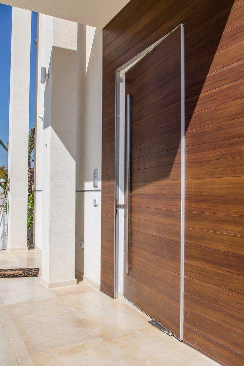 דלת כניסה מעץ אלון מלא