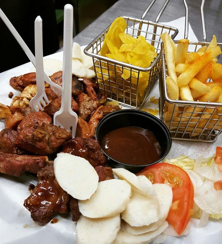 Porque Siempre Es Delicioso Compartir. Tenemos Las Mejores Picadas. #yocomodondelosprimos #foodporn #cedritos #bogota #mazorcadesgranada #comidarapida #hamburguesa #culturacosteña #costeños #bacon #tocineta #domicilios #gratis #colinacampestre #mazuren #fastfood #calidad #comida #burger #picadas #gratis