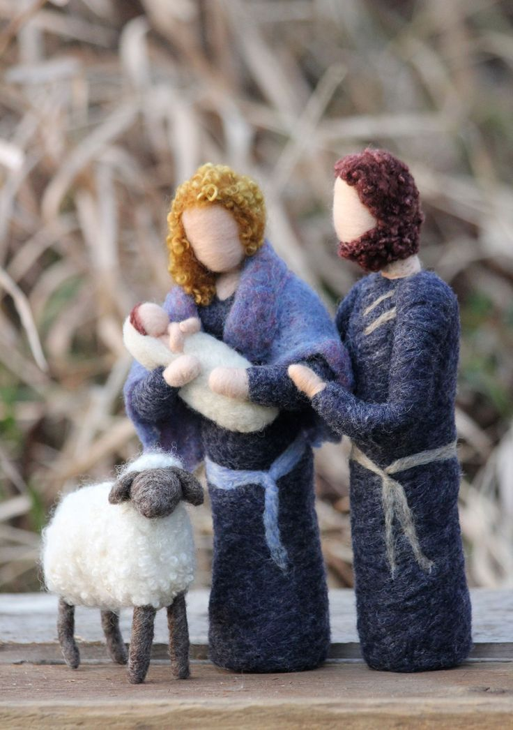 Needle Felted Nativity Set, this is the loveliest I've ever seen!