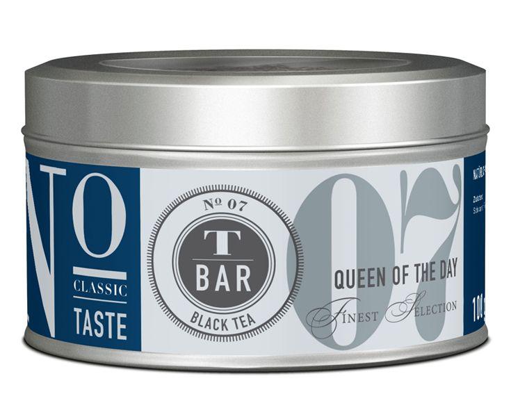 Königliche Eleganz: Queen of the day ist ein feiner Earl Grey auf einer edlen Basis aus milden, zartnussigen Darjeeling Tees aus der Sommerernte. Die Teeblätter werden schonend mit einem kaltgepressten Bergamotte-Öl aromatisiert. Queen of the day hat ein zitrusartiges, erfrischendes Aroma, das für königlichen Genuss sorgt.