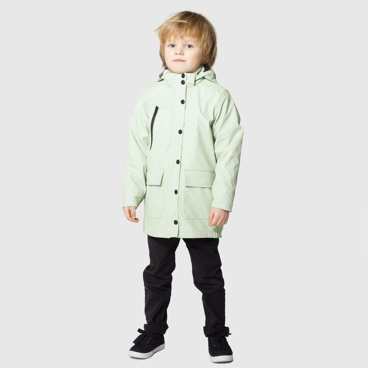 Never a frown when KANGAROO JACK is around! This unisex raincoatcomes in three colours and has some super handy pockets to store smaller kangaroos or pebbles.