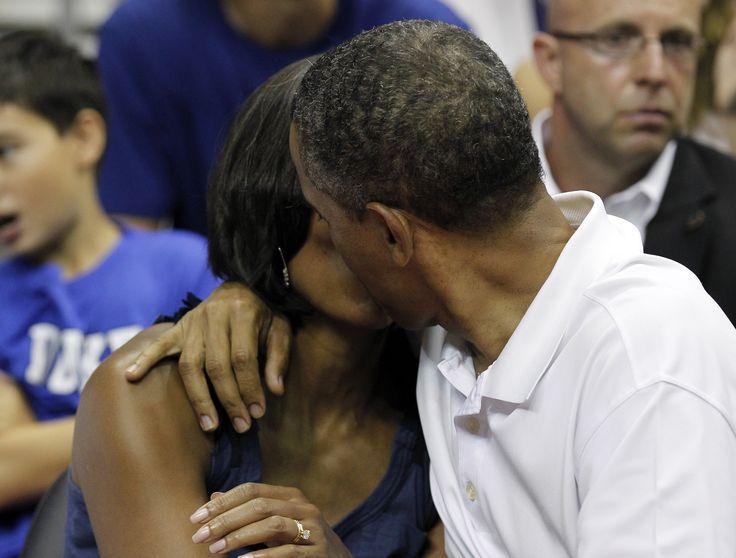 Michelle obama hugs team usa basketball wallpaper - free wallpaper images autumn