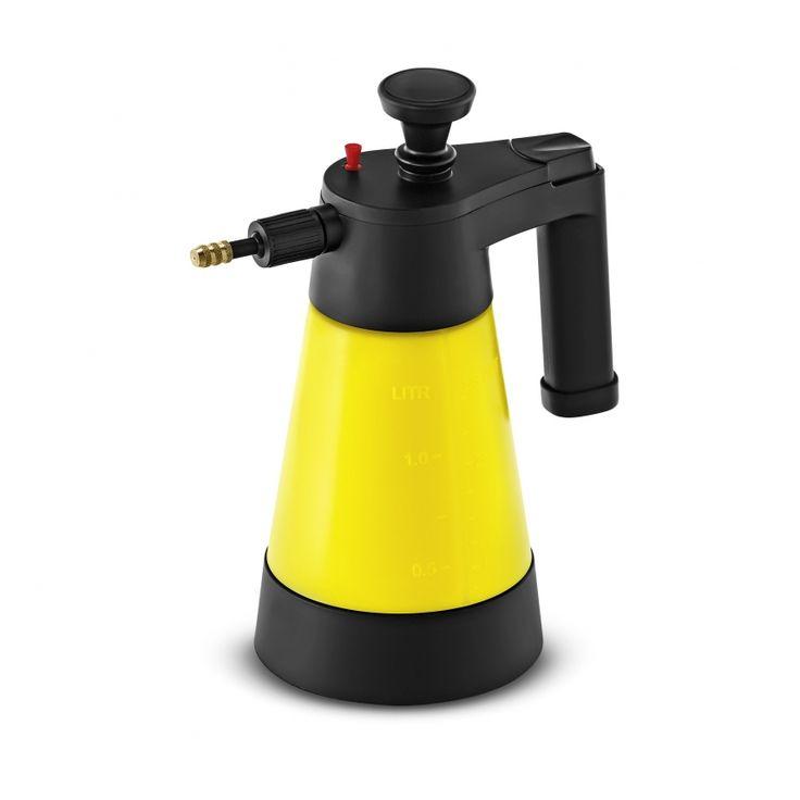 A kézi felhasználású Kärcher pumpás szóróflakonnal a tisztító- és ápolószerek fáradságmentesen felvihetők.  https://www.kaercher.com/hu/haz-es-kert/tisztito-es-apoloszerek/hazkoerueli-es-kert-tisztitas/kofelueletek/szoroflakon-63943740.html