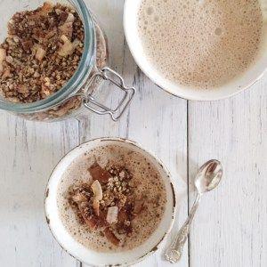Questo muesli senza glutine e vegan è di una bontà incredibile! Ricco di proteine e di grassi buoni vi darà una sferzata di energia che durerà tutta la mattina.