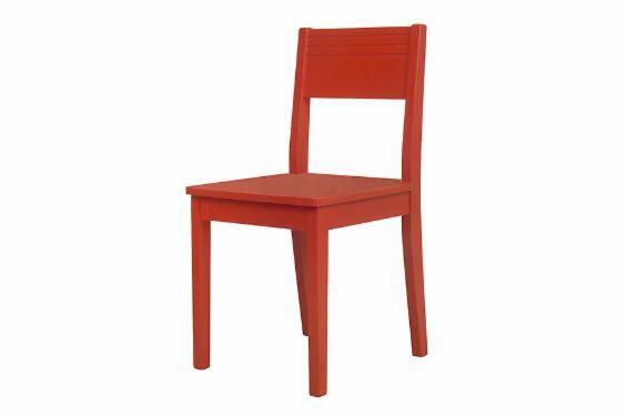 Para quem quer começar a ousar investindo em cores para decorar a casa, esta cadeira vermelha é uma boa aposta! Superalegre ela vai roubar a cena em diferentes ambientes da casa, trazendo conforto e descontração. Use-a de forma versátil: como cadeira para cozinha, cadeira para sala de jantar ou até mesmo investindo em usos inusitados. Já pensou que uma cadeira dá um criado-mudo superdivertido? Seja criativo e invista em uma decor de personalidade.