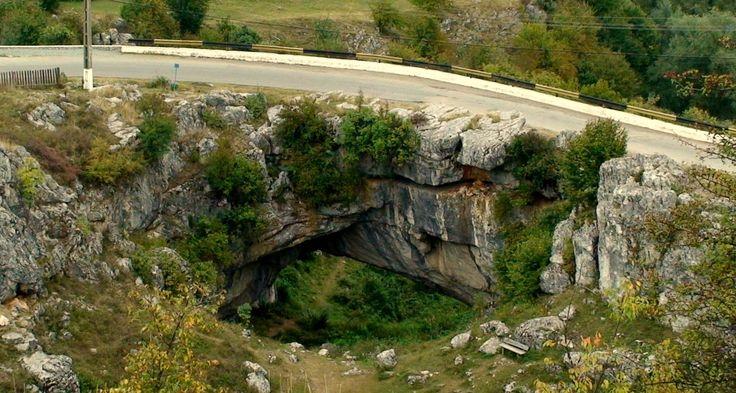 Podul Natural de la Ponoare sau Podul lui Dumnezeu