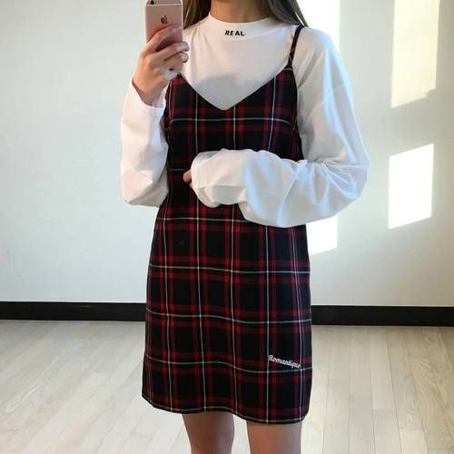For a daily outfit to bring out the sweetness from you, this dress is simply adorable matched with this white oversized jumper ❤