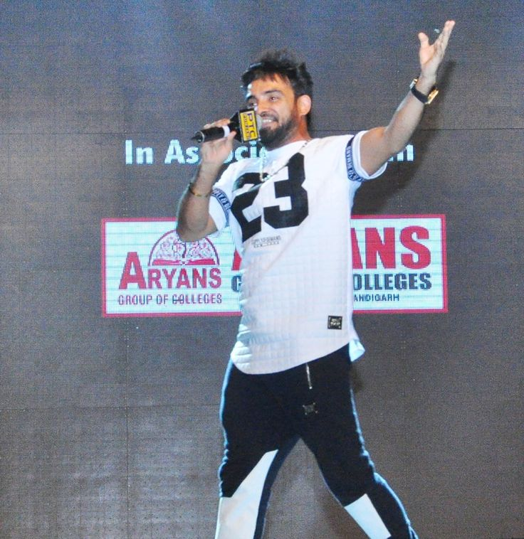 "Resham Singh Anmol, Harsimran and Gagan Kokri performed on their hit numbers during ""YO ! YO ! Honey Singh Starrer-Zorawar Promotional Tour"" organized by PTC in association with Aryans Group of Colleges, Chandigarh at Government College for Women, Ludhiana. #AryansGroupofColleges #PTC #Zorawar #YoYoHoneySingh #ReshamSInghAnmol #Harsimran #GaganKokri #CheteKarda #BhabhiThodiEndA #JimidaarJattian #Asla #GhaintJatti #Scooter"