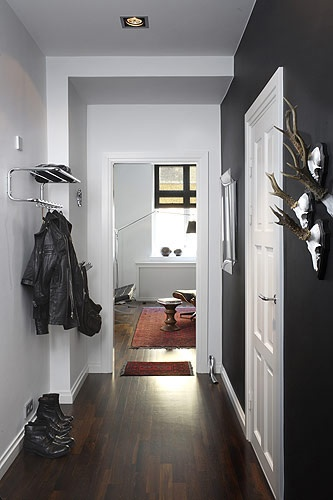 Wouldn't have thought of the light and dark contrast in a small hallway, but I love it.