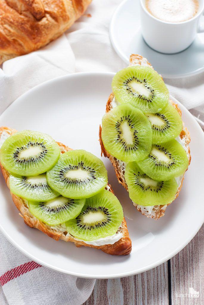 Croissant z twarożkiem i kiwi | lunchboxodkuchni.pl