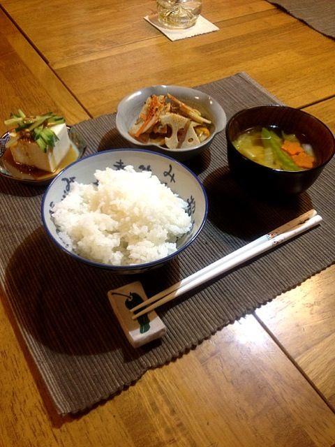お豆腐のタレは粉末ピーナツ、刻みネギ、ごま油、にんにく、醤油、砂糖などを入れるとお家で焼肉のタレのような自家製ドレッシングができました(*^_^*) - 6件のもぐもぐ - れんこんきんぴら  本日の夕ご飯 by toripiyo