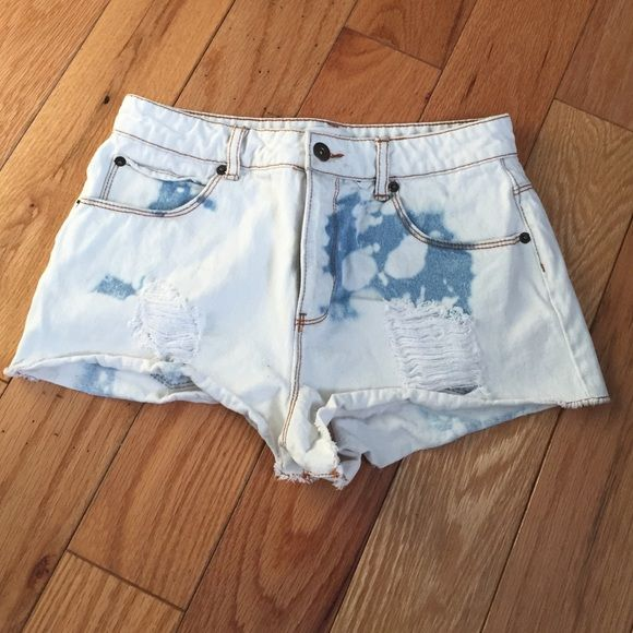 Slightly ripped jean shorts White jean shorts with blue markings, 2 rips on front and 1 on back, never worn before Shorts Jean Shorts