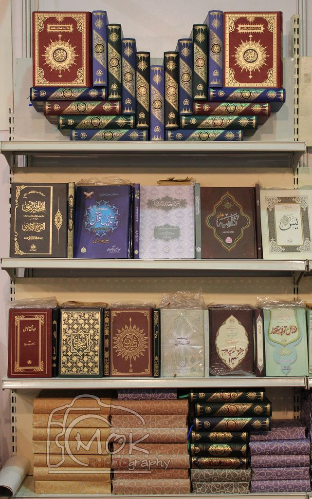 Arrangement of Mushafs and Other Islamic Books (click for original size)