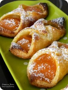These are some of my favorite pastries (recette en francais) :: Orreillons aux abricots (apricot danishes)
