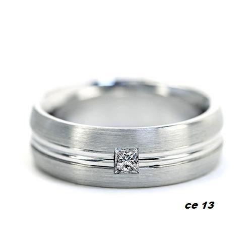 ce - 13 spesifikasi  : bahan ( emas putih ) berat ( 5 gram) berlian kotak ( 0,10 ct ) 1 butir