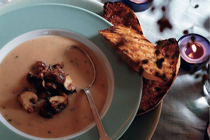 Witte-bonensoep met kastanjechampignons en rozemarijn-bruschetta - Recept - Allerhande
