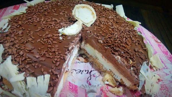 A Torta Mousse de Leite Ninho com Chocolate é uma sobremesa deliciosa, fácil de fazer e que vai deixar todos os seus convidados de boca aberta. Confira! Ve