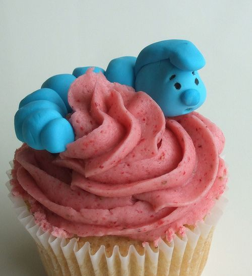 Alice In Wonderland cupcakes. could totally do the caterpillar in clay