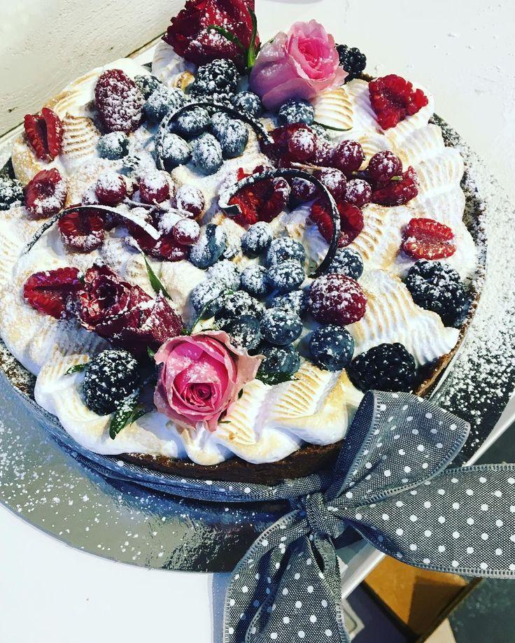 Avslutar dagen med denna goding #citrontårta #bakery #sockermajas #torslanda #trevlighelg