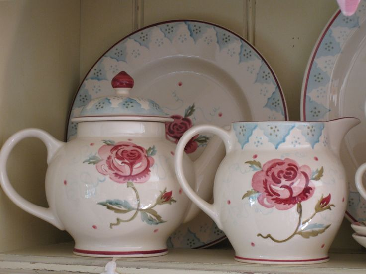 "Emma Bridgewater MM Rose 4-cup teapot (single rose); MM Rose 1.5 pint jug & MM Rose 10.5"" plate"