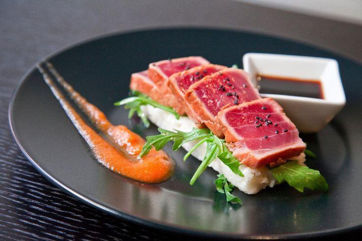 El tataki de Atún Rojo de Almadraba es uno de los platos incluidos en nuestra Carta Primavera-Verano 2013. Te compartimos la receta de Juan Maria Silva.