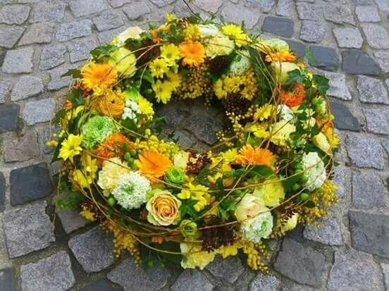 166 best funeral images on Pinterest | Beerdigung blumen, Begräbnis ...