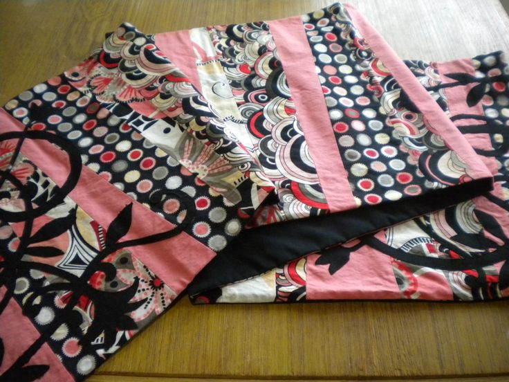 Modern Table Runner, Pink and Black Tablerunner, Geometric Table Decor, modern quilting fabric, Extra long table runner, modern pink quilt by SewEverAfter on Etsy
