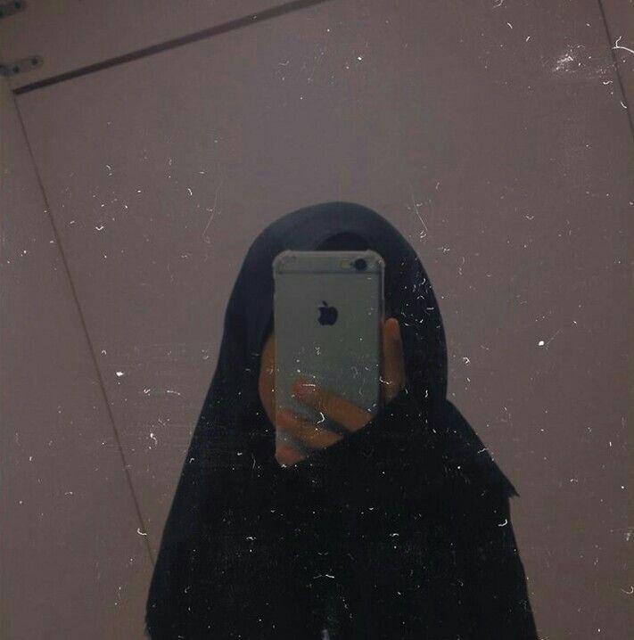 Girl Hijab Girl Hijab In 2020 Girl Hijab Hijab Kids Iphone Mirror Selfie