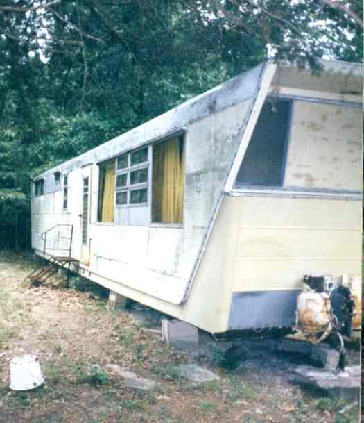 Trailer Homes: 1955 New Moon Patrician. So Many Rotted Old Trailers. So