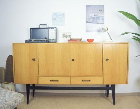 sehr sch nes sideboard aus den 60er jahren sehr guter zustand mit wenigen altersbedingten. Black Bedroom Furniture Sets. Home Design Ideas