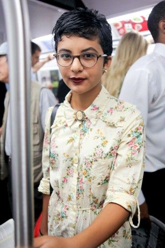 Floral top + lacey bowtie.Nyc Subway, Shorts Hair, Subway Style, Hair Cut, Subway Stalk, Hair Glasses, Shorts Cut, Pixie Hair And Glasses, Pixie Cut