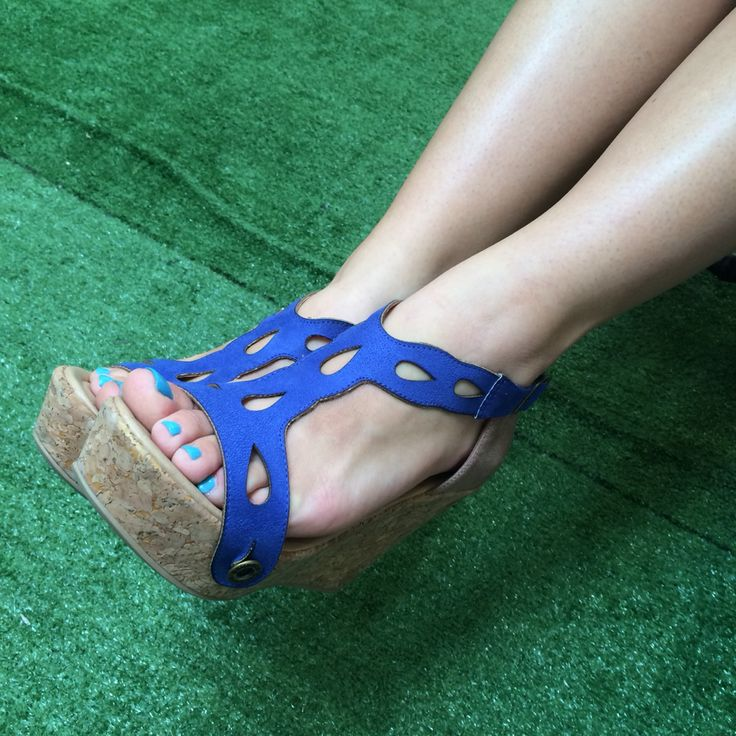 Galibelle. Shoes with interchangeable straps.