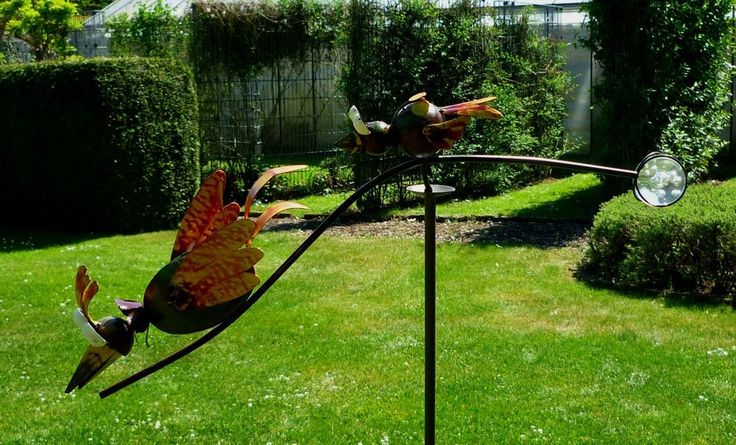 Windspiel Wippe Gartenstecker kleine wilde Vögel toben im Garten Vogel Metall