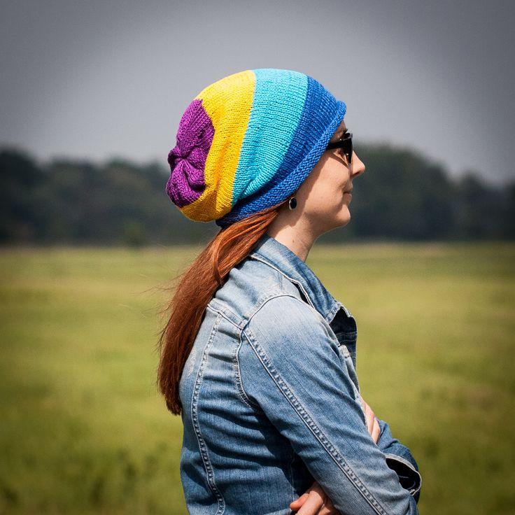 Over the rainbow Ručne štrikovaná štvorfarebná čiapka je vyrobená z kvalitnej, 100% bavlnenej priadze. Je voľnejšia, zmestia sa pod ňu aj objemnejšie vlasy :)). Odporúčaná teplota prania je 40 stupňov. V ponuke rukavice a šatka v rovnakých farbách Ak chcete iné farebné kombinácie - napíšte, vymyslíme, urobíme :)