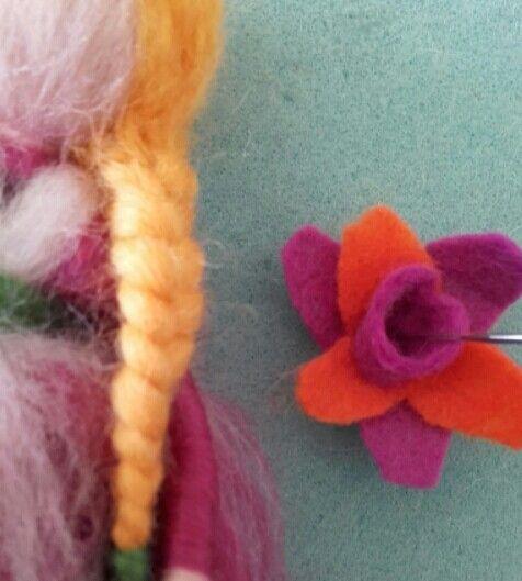 Flor de fieltro para un hada de primavera