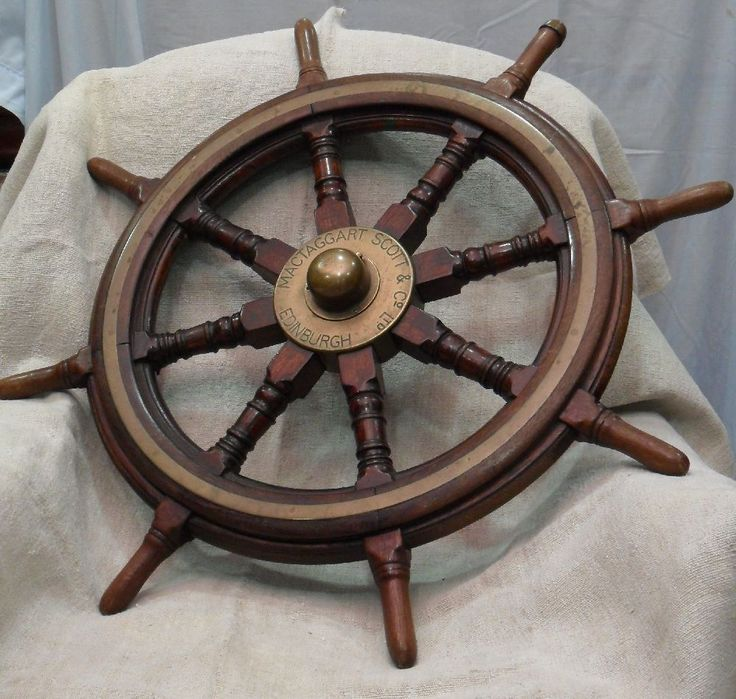 Nautilus Timón Mactaggart scott & Company limited Edinburgh Medida: De cabilla a cabilla: 85 cms. Madera de Teka y latón.