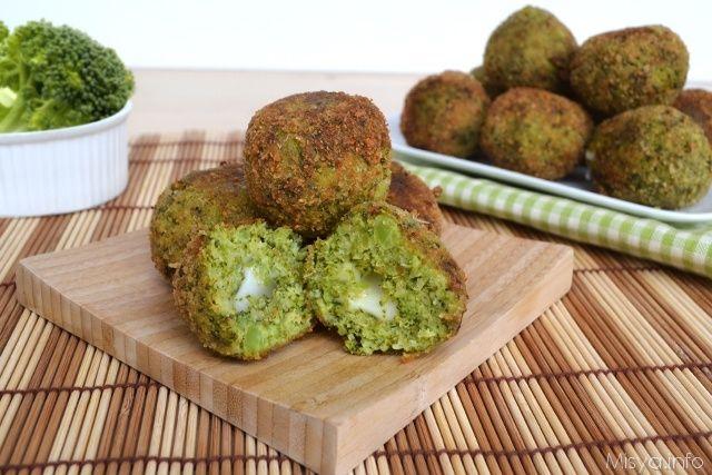 Le polpette di broccoli sono una variante delle mie polpette di zucca che tanto vi piacciono, se avete adorato quelle, queste vi